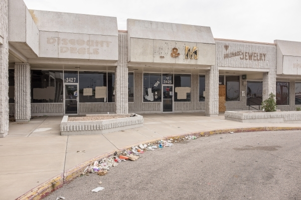 The long-abandoned Rainbow Dunes Centre shopping center on Spring Mountain Road and Rainbow Boulevard is showing its age. (Ulf Buchholz/Las Vegas Business Press)