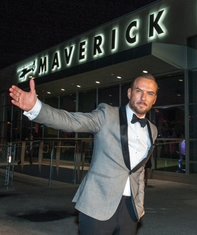 Entertainer Matt Goss welcomes guests to the new Maverick Helicopters terminal Nov. 19. He later performed at the party. (Courtesy Maverick Helicopters)