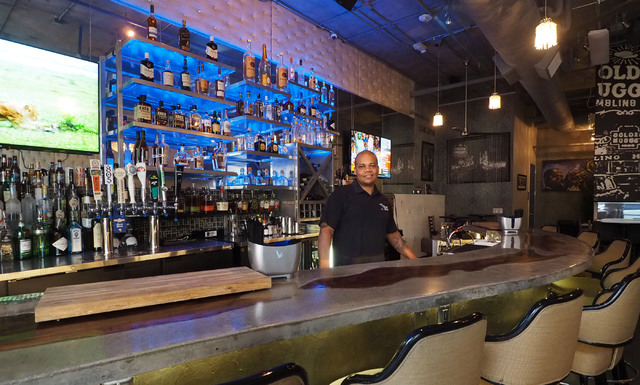 Owner Jerome Harry tends bar at Classic Jewel at The Promenade at Juhl. (Jerry Henkel/Las Vegas Business Press)