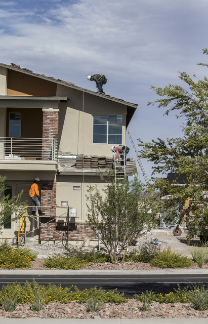 Contractors work on a home in Cadence. (Benjamin Hager/Las Vegas Business Press)