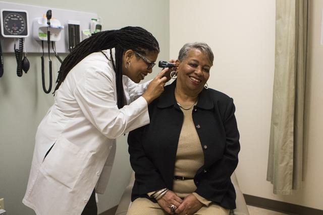 Physician Assistant Monica Hall demonstrates a patient visit at Southwest Medical Associates at 10105 Banburry Cross Drive in Las Vegas, on Friday, Dec. 2, 2016. (Miranda Alam/Las Vegas Review-Jou ...
