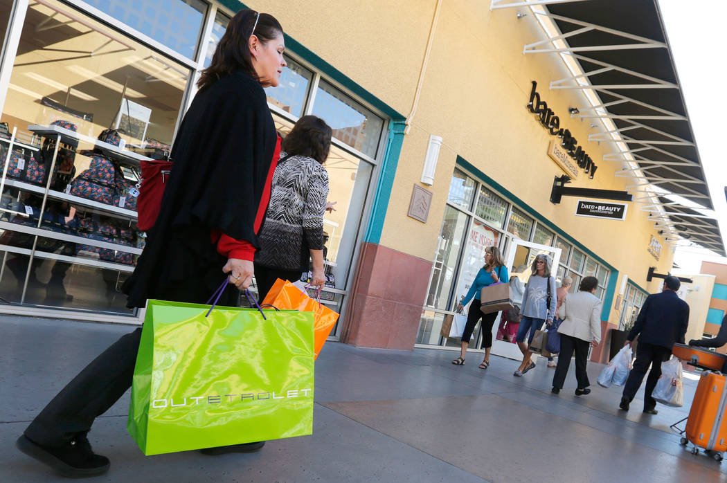 Shoppers walk through Las Vegas North Premium Outlets in Las Vegas on Nov. 15. (Chitose Suzuki Las Vegas Review-Journal)