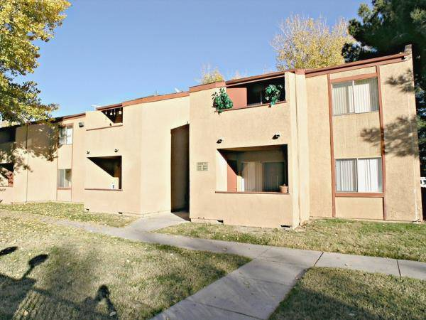 Jason Dittenber; Jerad Roberts; Devin Lee, CCIM; and Robin Willett of Northcap Multifamily have announced the recent sale of the Sherwood Apartments for $2,050,000.