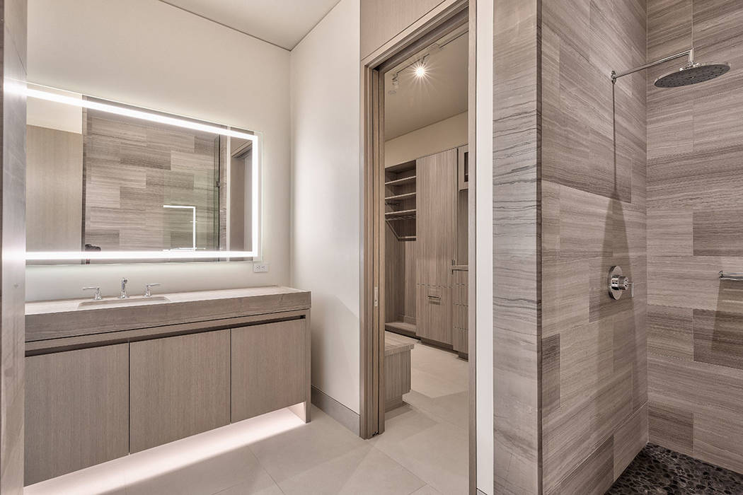 The guest bathroom. (Hoogland Architecture)