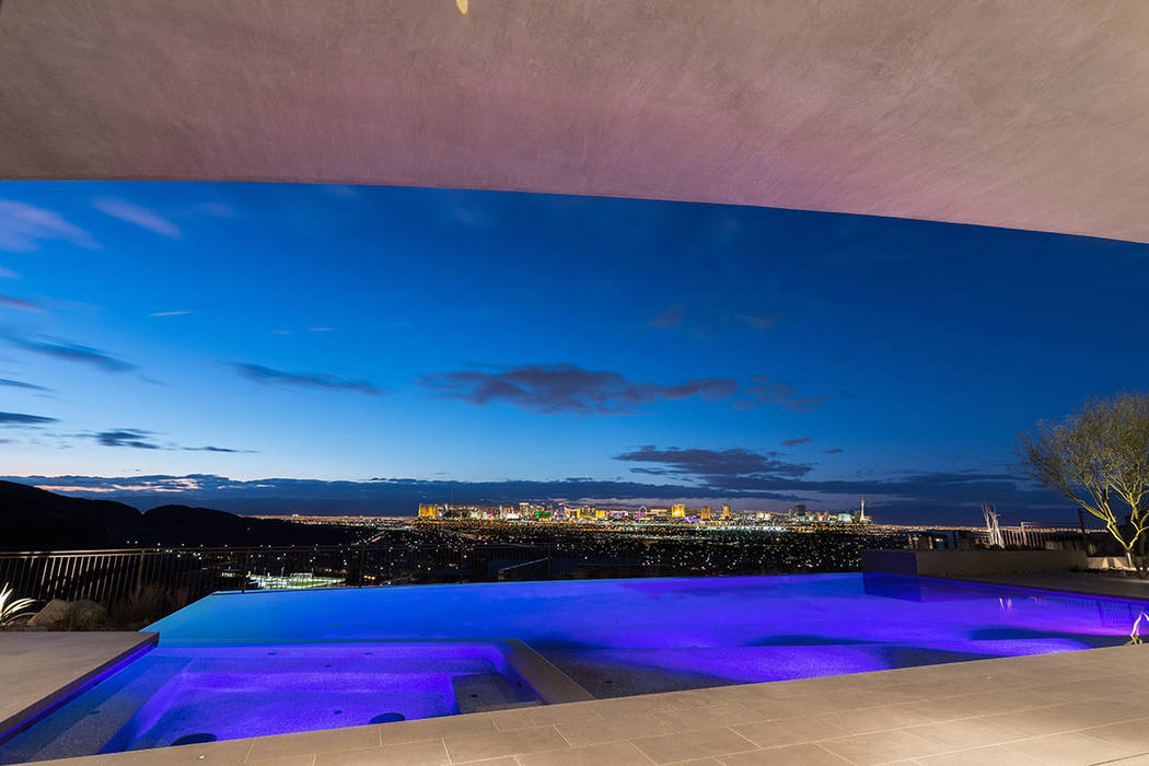 The home has sweeping views of the Las Vegas Strip. (Hoogland Architecture)