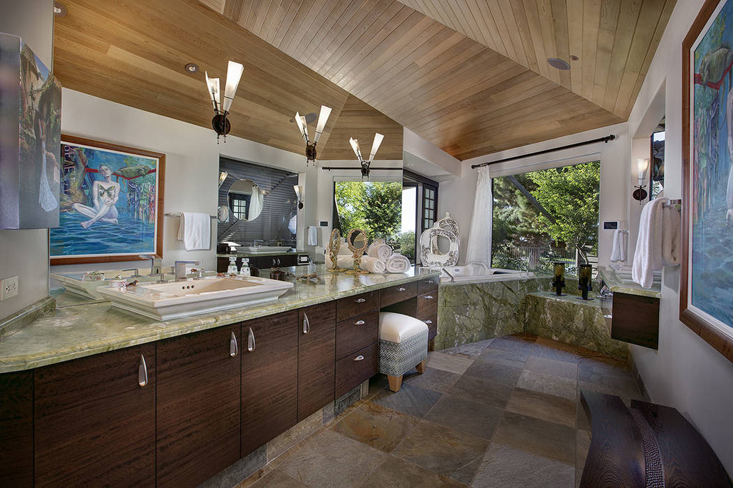 Anthem Pointe Court in Anthem Country Club sold for $6.4M. (Synergy Sothebys)