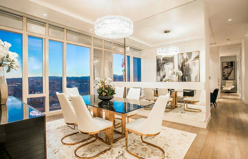 The dining room in unit 4502 in Waldorf Astoria. (Award)