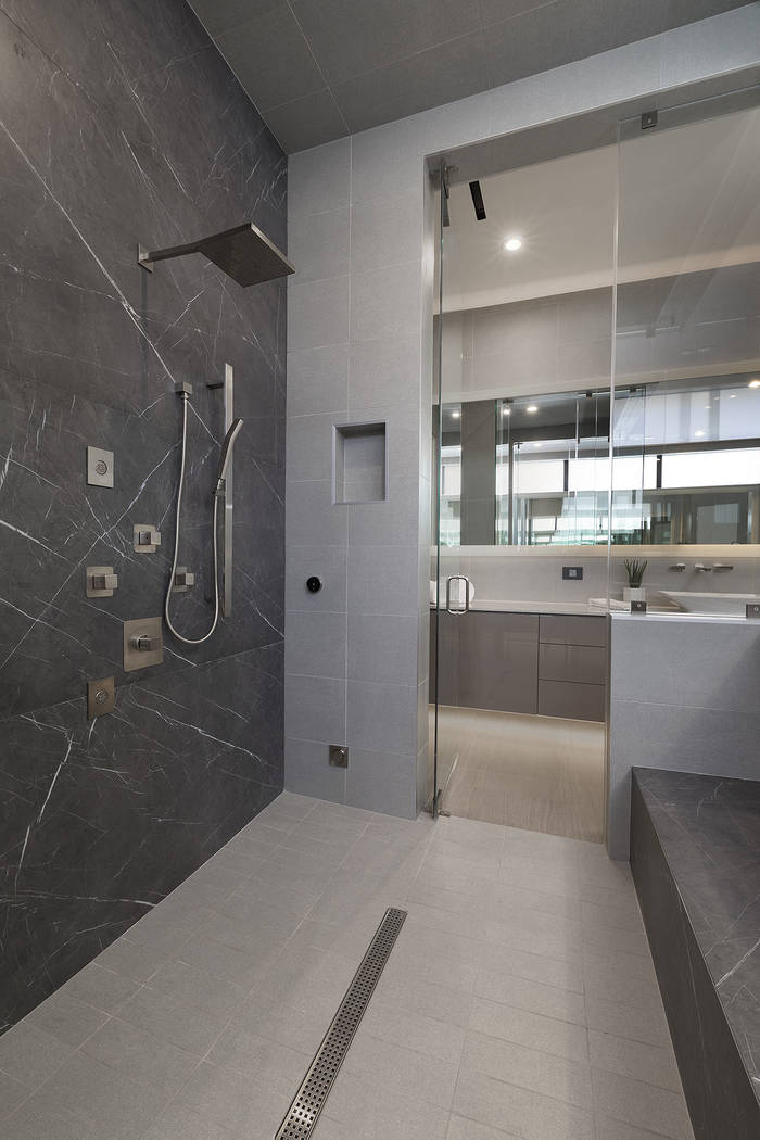 The master shower. (Synergy|Sotheby's International Realty)