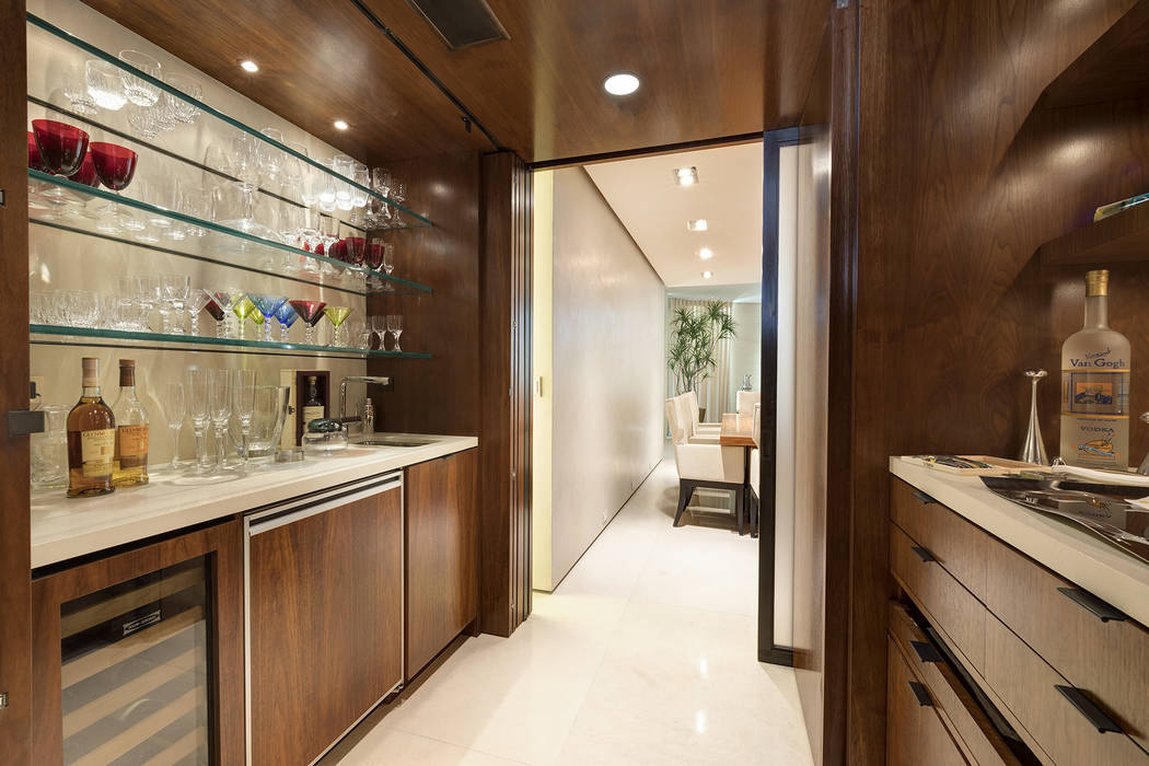 The Park Towers condo features a wet bar. (Ivan Sher Group)
