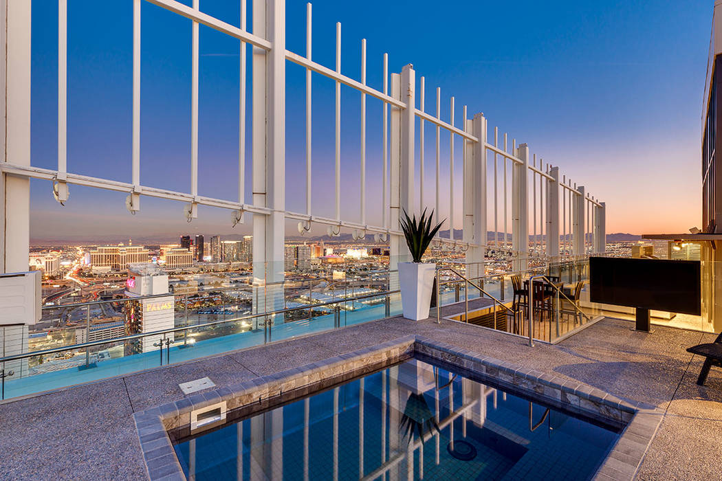 The large hot tub has sweeping views of the Las Vegas Strip. (Turnkey Pads)