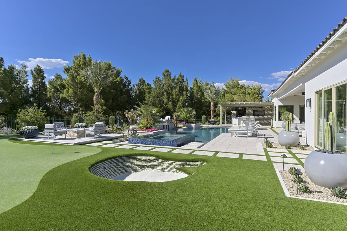The backyard. (Nartey/Wilner Group, Simply Vegas)