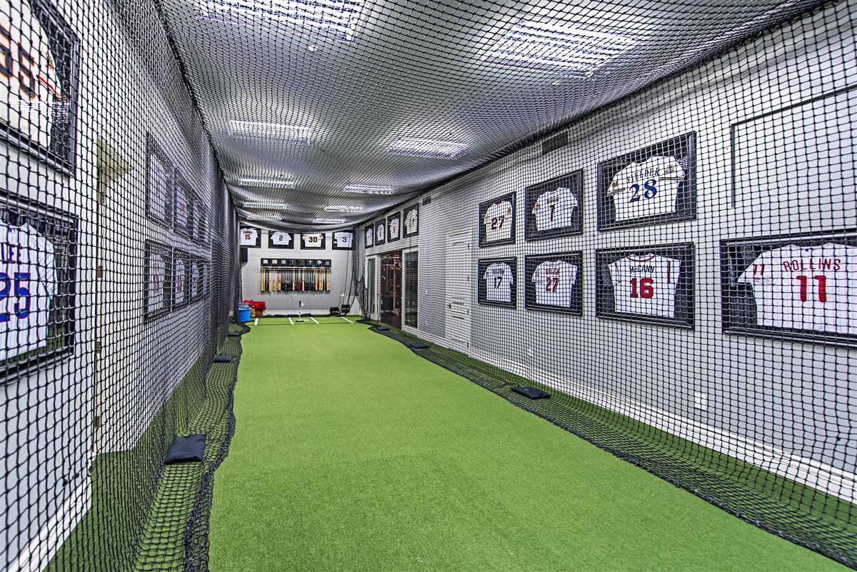 Baseball player Aaron Rowand built an indoor batting cage in his Las Vegas home. (Simply Vegas)