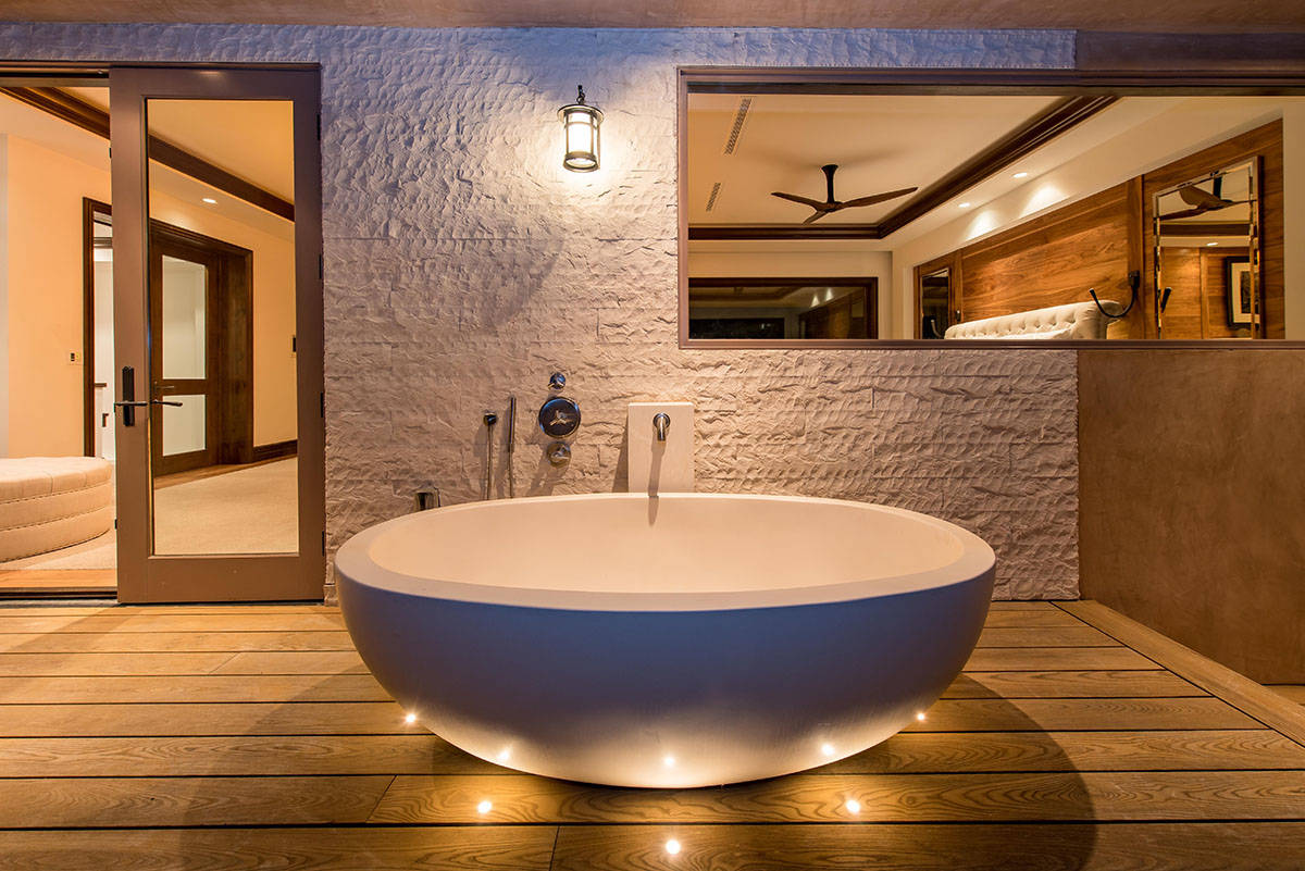 The outdoor soaking tub. (Simply Vegas)