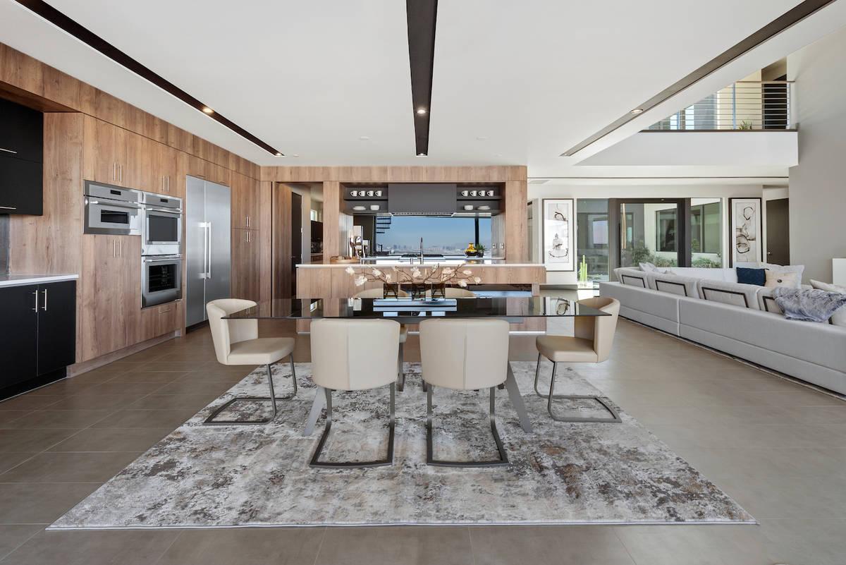 Las Vegas Blue Heron is building new luxury homes in several communities throughout the Las Veg ...