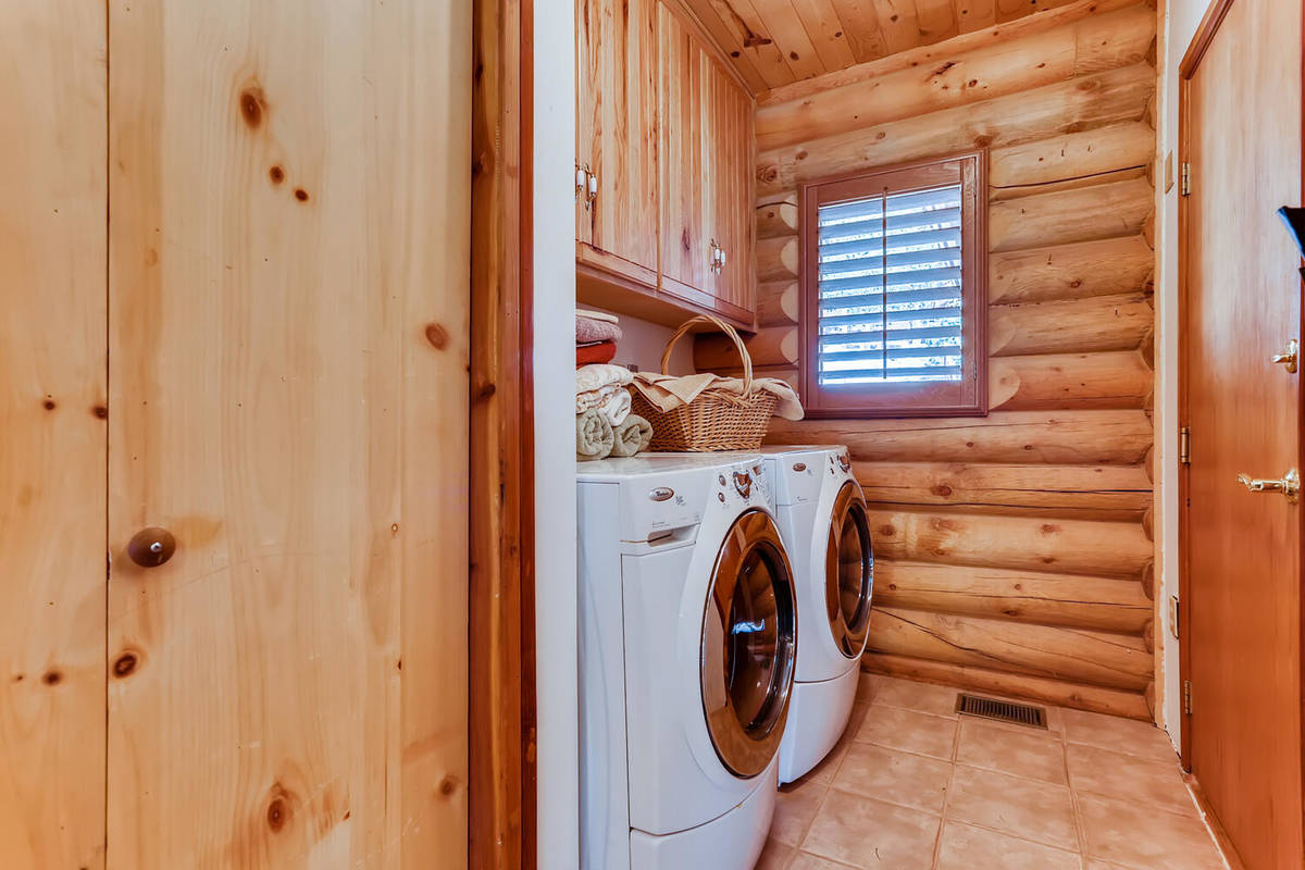 The laundry. (Mt. Charleston Realty)