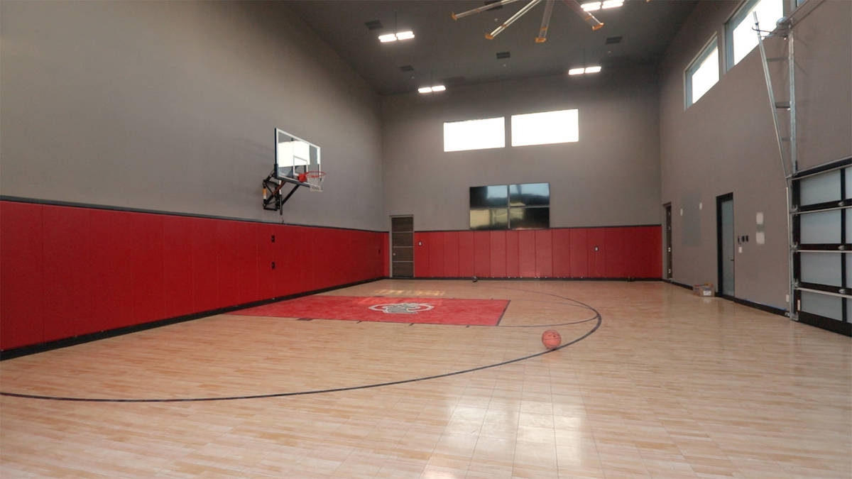 Henderson Mansion With Indoor Basketball Court Sells For 11 25m Las Vegas Business Press
