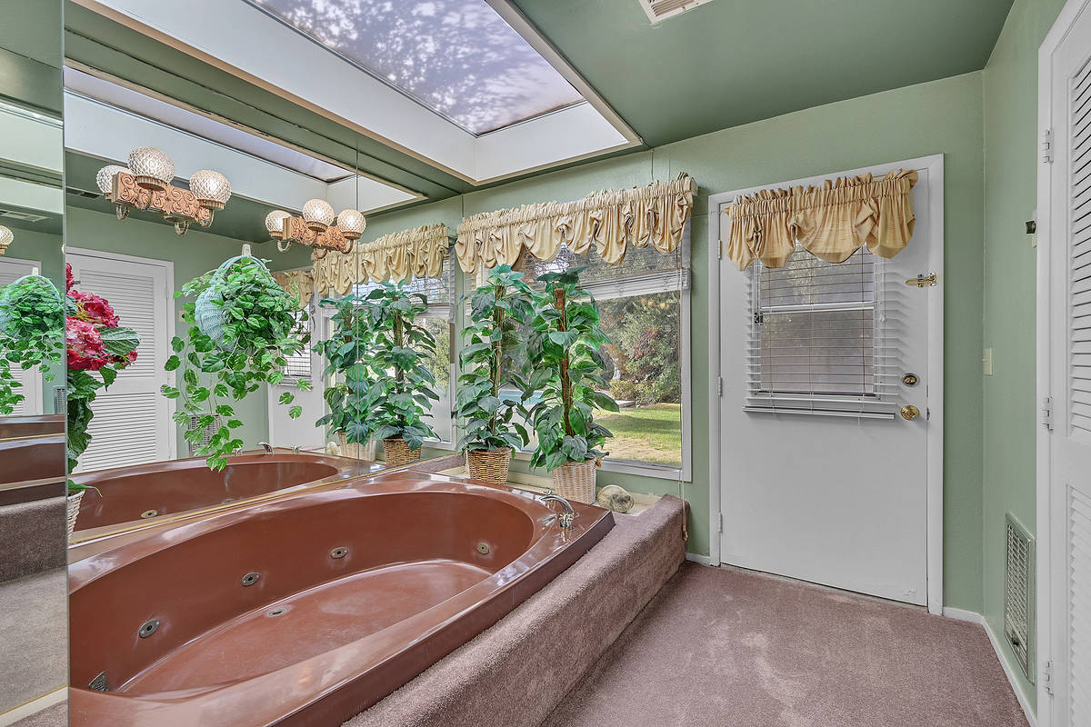 The master bath. (Coldwell Banker Premier Realty)
