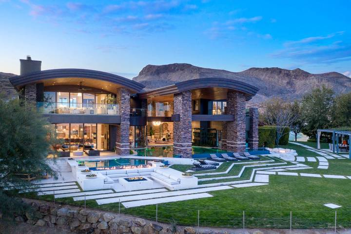 A Summerlin mansion in The Ridges' exclusive Promontory Pointe neighborhood set the luxury sale ...