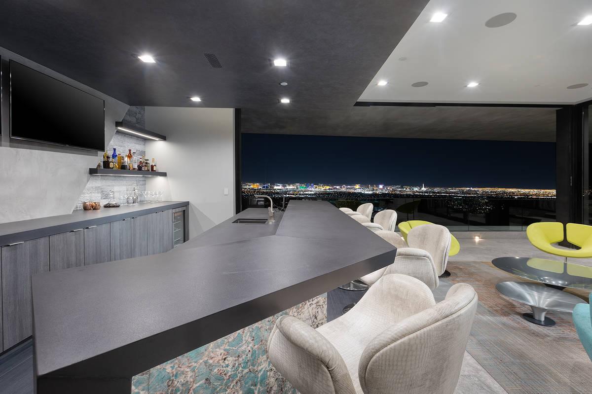 The bar. (Synergy Sotheby's International Realty)