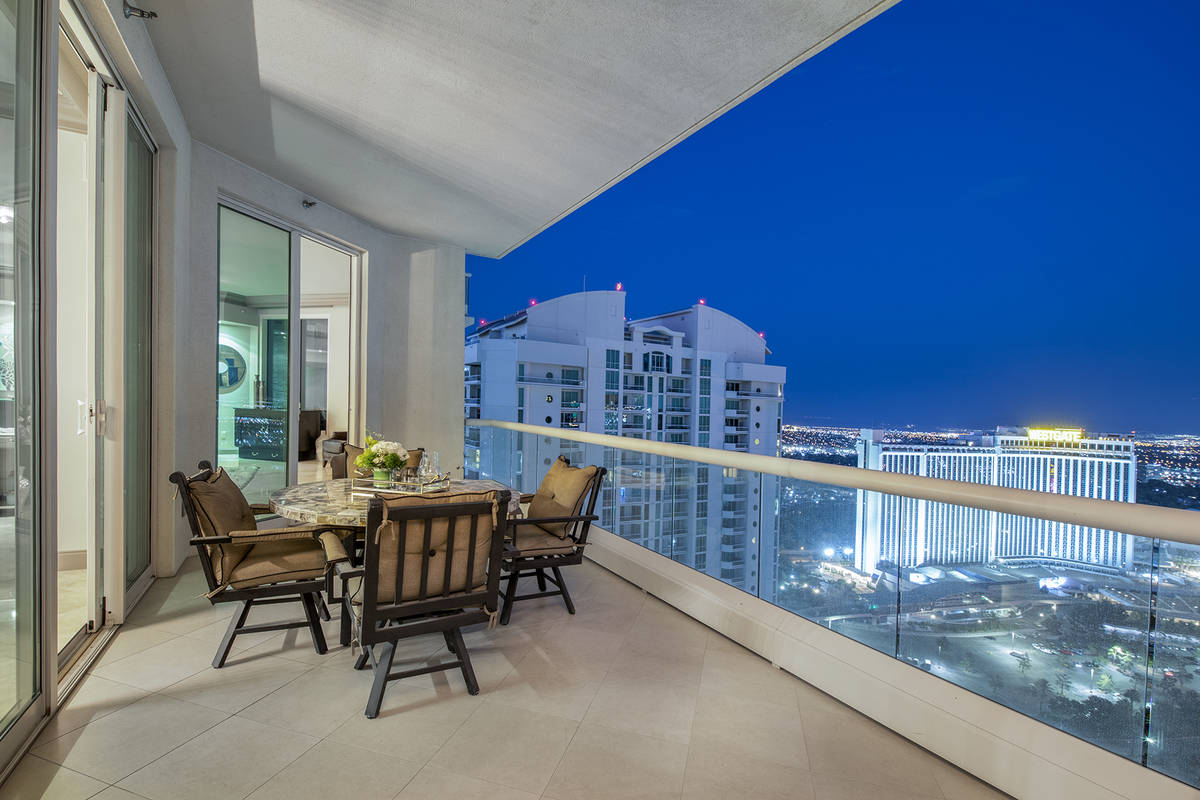 The high-rise condo market is heating up in Las Vegas and it's expected to continue. This 4,0 ...